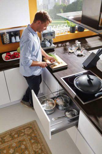weiße Küche, Holzarbeitsplatte