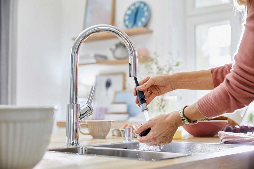 Armaturen mit integrierter Schlauchbrause: Mit durchdachten Lösungen bringt Blanco echten Mehrwert in die Küche. Foto: epr/BLANCO