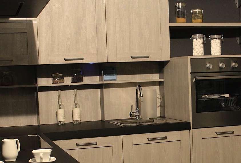 glasplatte hinter kochfeld kompakte kche von snaidero sple koch und essplatz auf dem board with. Black Bedroom Furniture Sets. Home Design Ideas