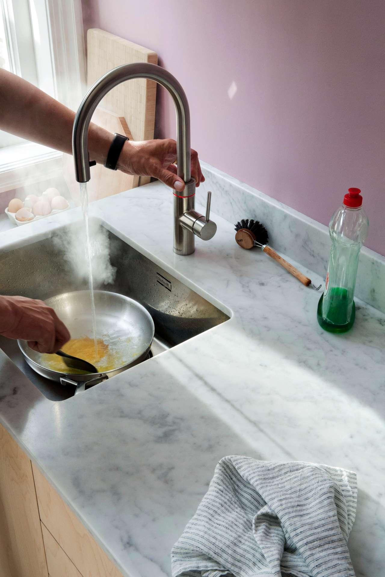 Das Kochwasser ist hygienisch, keimfrei und wird permanent gefiltert. Foto: djd/Quooker