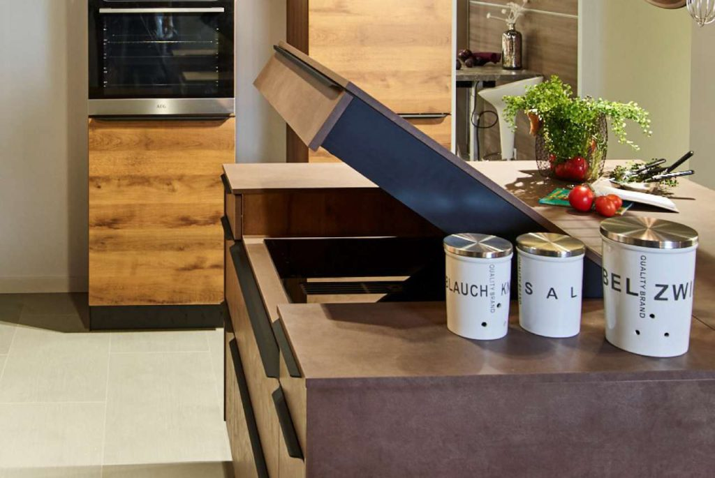 Sachsenküchen, Arbeitsfläche und Kochfeld in 2 Ebenen. Foto: Sachsenküchen