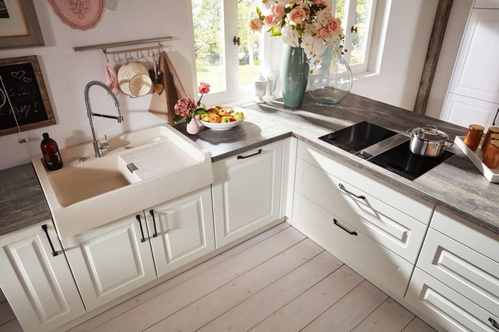 Die Küchenform wird maßgeblich von den räumlichen Gegebenheiten bestimmt. Foto: djd/KüchenTreff GmbH & Co. KG