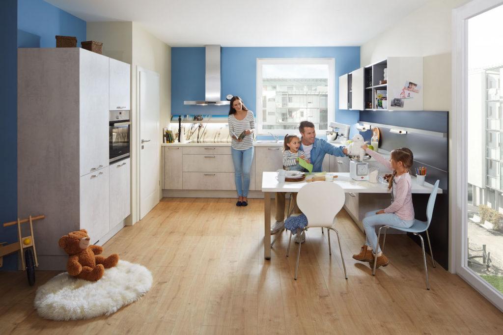 Die Bereiche Wohnen und Küche haben sich in den letzten Jahren immer mehr vermischt, in der Küche wird gegessen und vor allem auch kommuniziert. Foto: djd/Küchen Quelle GmbH