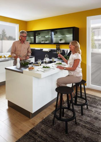 Die Küche ist der Raum, in dem sich ein Großteil des Lebens abspielt, sie ist quasi der Mittelpunkt der Wohnung geworden. Foto: djd/Küchen Quelle GmbH