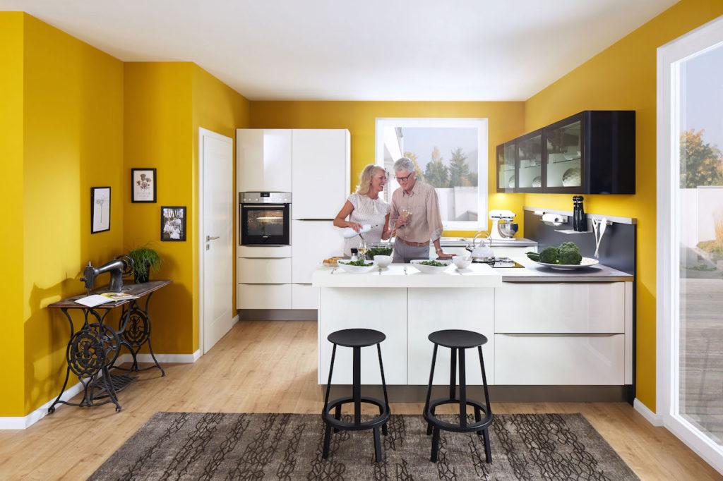 Bei der Planung einer Küche sollten der Lebensstil der Bewohner sowie die Raum- und Lichtverhältnisse angemessen berücksichtigt werden. Foto: djd/Küchen Quelle GmbH