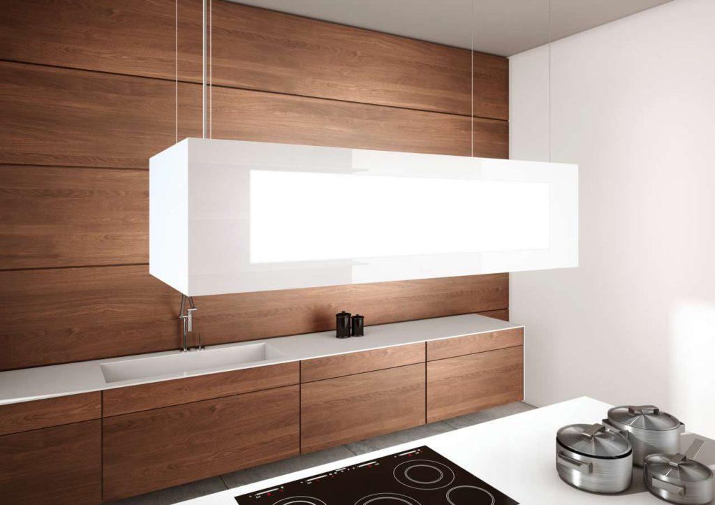 Mit warm weißen LEDs sorgen die Hauben im Ruhezustand für ein stimmungsvolles Lichtambiente in der Küche. Die blendfreie LED-Kochfeldbeleuchtung lässt sich auf die gewünschte Lichtfarbe einstellen und bietet so die Option, die Beleuchtung der Haube auf die Gesamtbeleuchtung der Küche abzustimmen. Alle Funktionen lassen sich auch mit dem Smartphone steuern. (Foto: AMK)