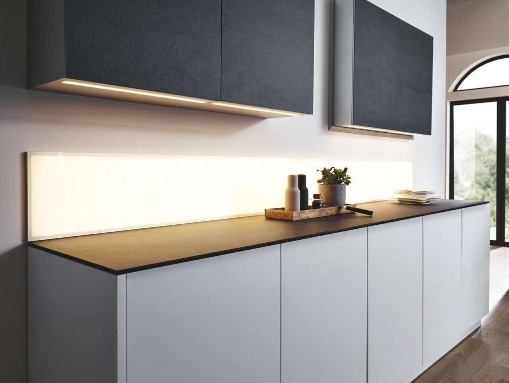 Variables LED-Licht: einfarbig, wechselndes Farbspektrum (RGB), drei Weißtöne oder Mischweiß (MW) Foto: Sprinz