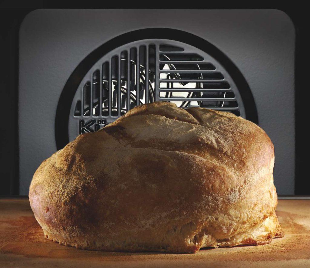 Der einzigartige ökotherm®-Backofen-Katalysator sorgt schon während des Garvorgangs für Sauberkeit. Back- und Bratgerüche in der Küche gehören der Vergangenheit an. Foto: Küppersbusch
