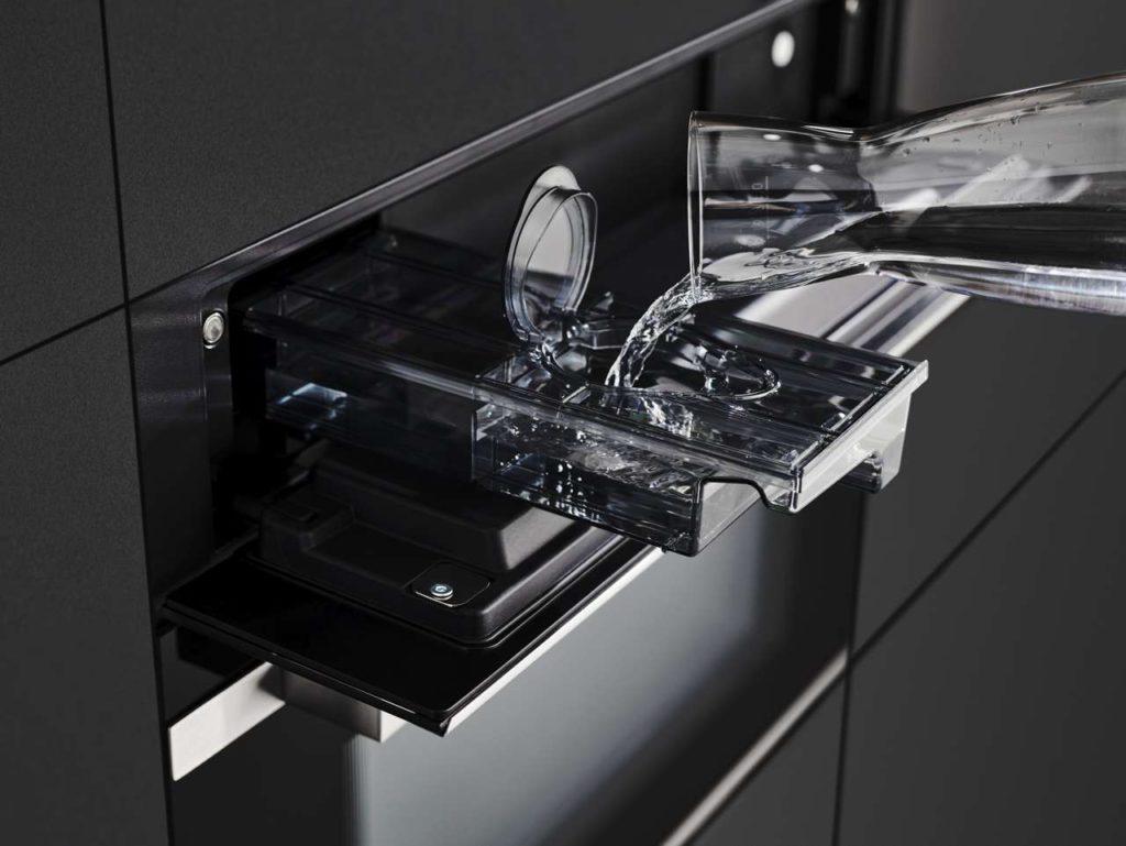 Die Dampfgarer von Küppersbusch lassen sich problemlos in jede Küche integrieren, da sie dank es Frischwasserbehälters keinen Festwasseranschluss benötigen. Foto: Küppersbusch