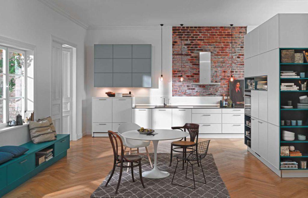 Küche, Esszimmer und Wohnbereich gehen fließend ineinander über. Das Wohnen wird damit so flexibel und abwechslungsreich wie das Leben selbst. Foto: djd/TopaTeam/Nolte