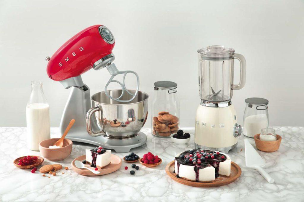 Küchenmaschine & Standmixer von Smeg im 50er Jahre Retro Design. Foto: Smeg
