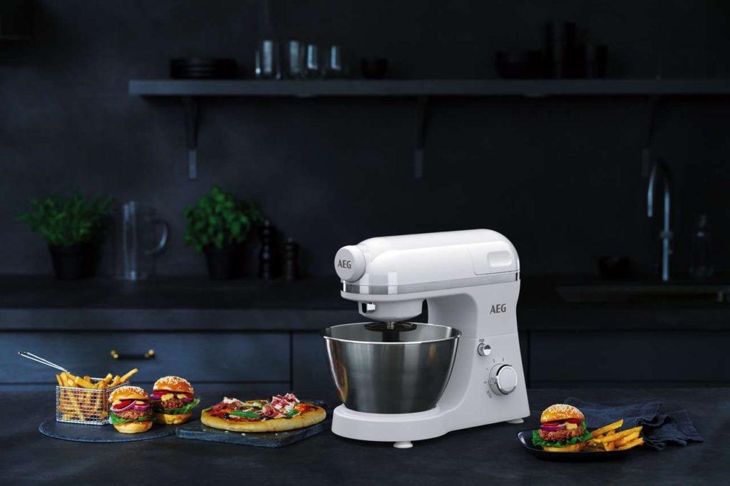 Heute lieber herzhaft? Auch bei der Zubereitung von Pizza oder Brot leisten die 3Series Küchenmaschinen beste Dienste. Foto: AEG