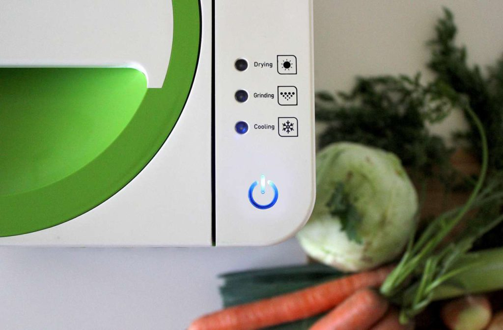 Unangenehme Gerüche im privaten Haushalt können mit dem SmartCara Gerät sofort ausgeschaltet werden. Es garantiert Sauberkeit, Geruchslosigkeit und Hygiene in der Küche. Das Volumen des organischen Abfalls wird bis zu 90% reduziert. Foto: refsta