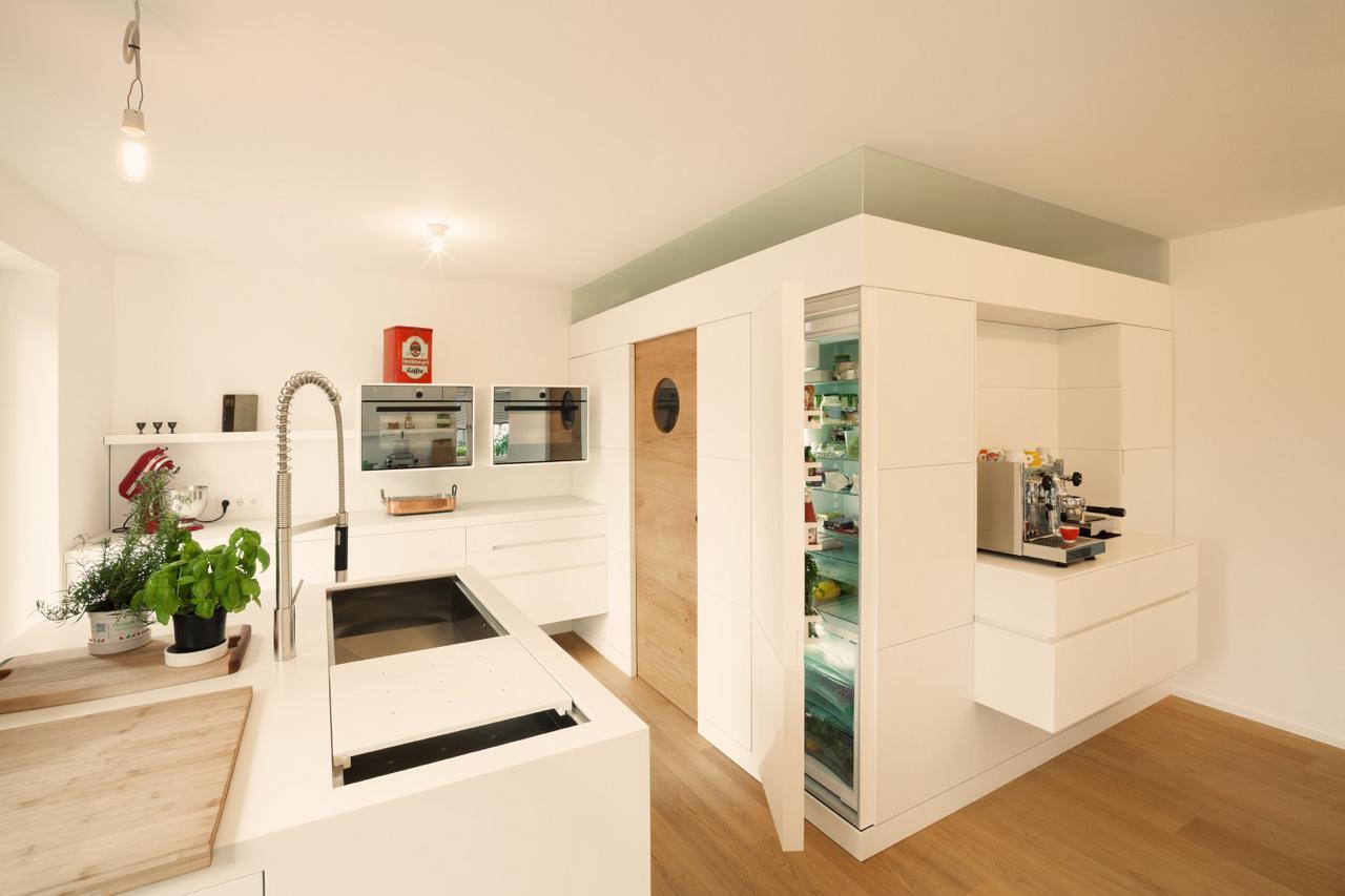 plan 3 kueche stadler halbinsel zeile corian holz 02. Black Bedroom Furniture Sets. Home Design Ideas