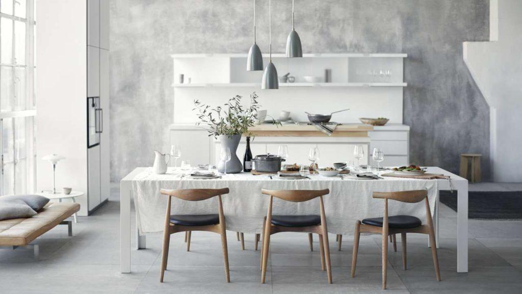 Kochen und dabei kommunizieren – mit einer Kücheninsel sind Sie den Menschen im Raum zugewandt. Foto: bulthaupt