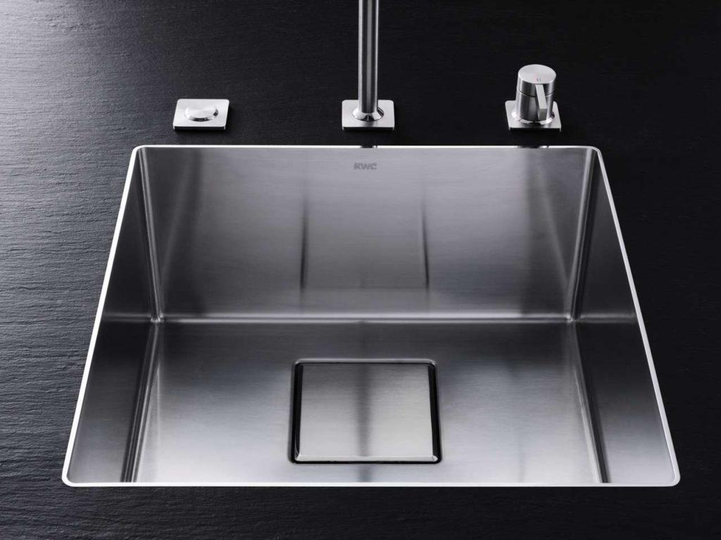 Die neuen KWC Becken sind alle mit dem am Markt bislang einzigartigen Ghost Overflow ausgestattet: Der Überlauf ist unsichtbar im Ablauf der Spüle integriert. Foto: Franke