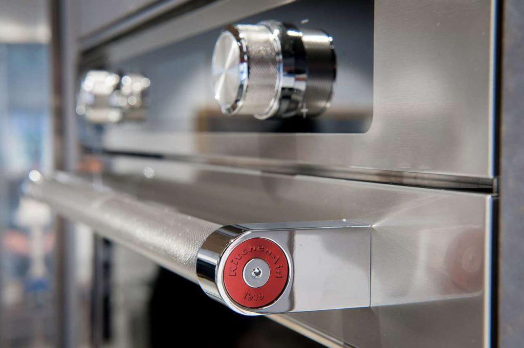 Twelix Artisan ist eine neue Ofengeneration, die köstliche, aromatische und nahrhafte Gerichte zubereitet. Jetzt erstrahlt sie im neuen Design, das Leistung und Ästhetik perfekt kombiniert. Foto: KitchenAid