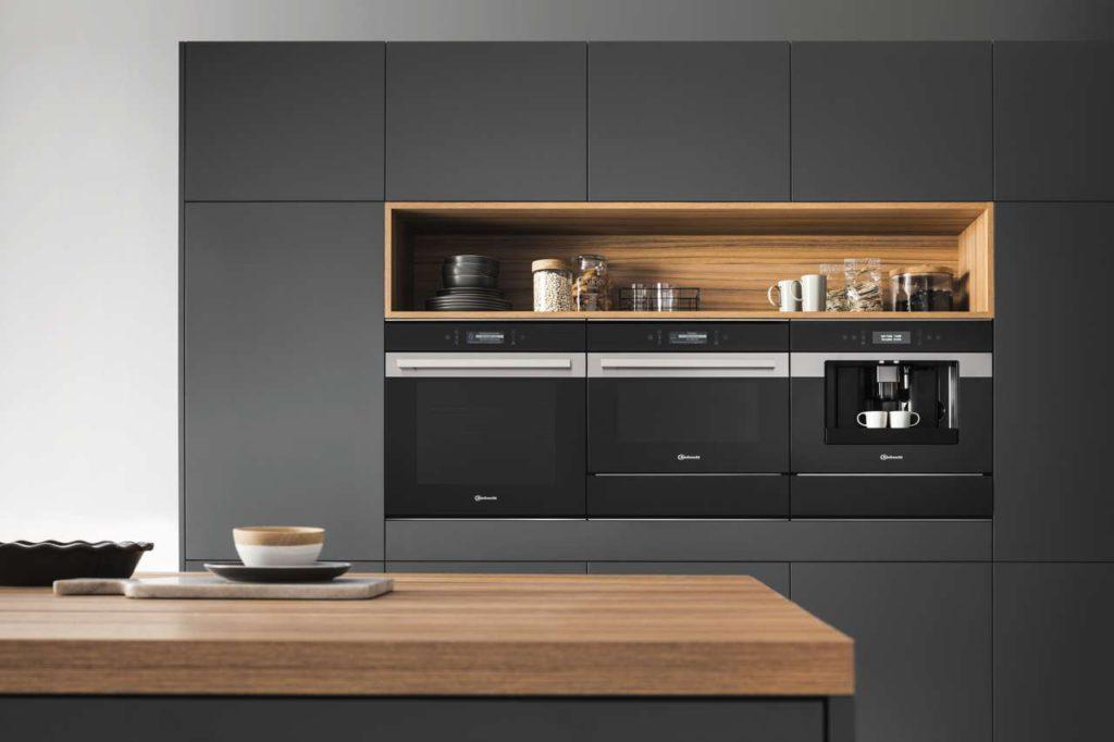"""Mit der gewachsenen Bedeutung der Küche rückt auch ihr Design immer mehr in den Fokus - hier im Bild die Designlinie """"Collection.09"""", eine sehr moderne und ästhetisch ansprechende Variante. Foto: djd/Bauknecht"""