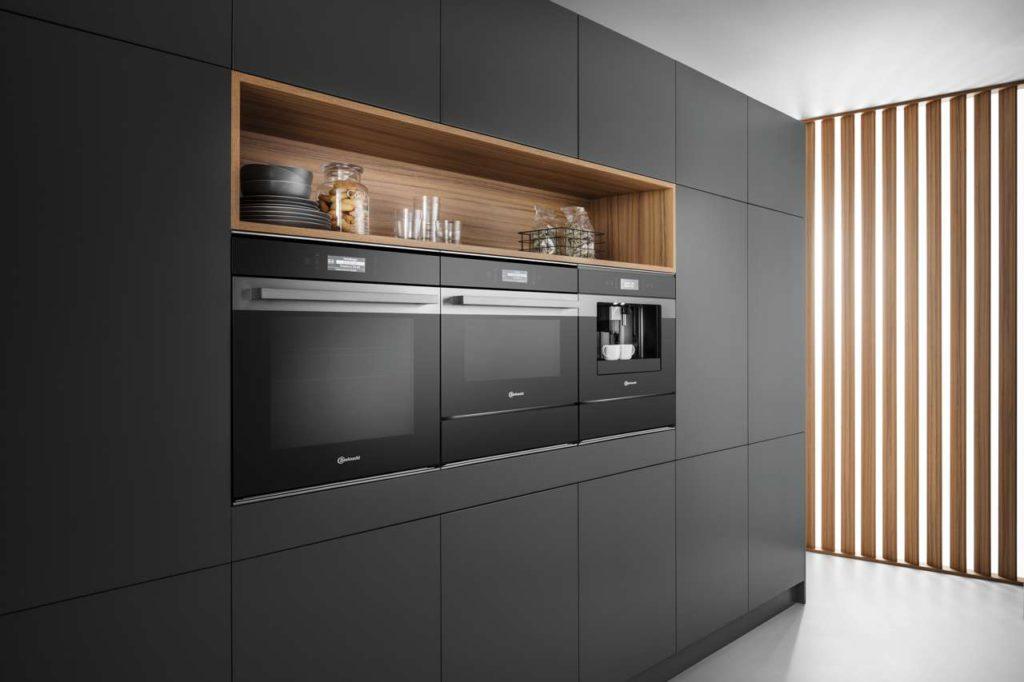 Moderne Designlinien bringen Fortschritt und modernes Design in die Küche. Foto: djd/Bauknecht