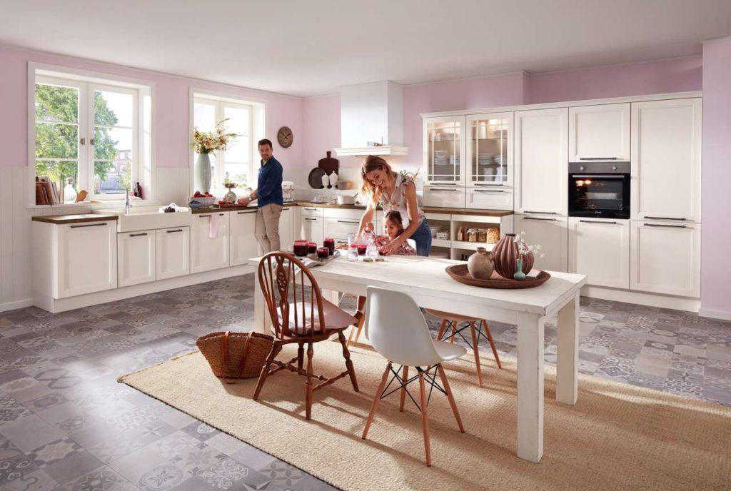 Schnörkellos und modern mutet der skandinavische Landhausstil an, in Blau-, Grau- und Weißtönen. Foto: djd/KüchenTreff