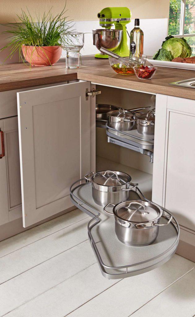 Zu einer optimal geplanten Küche gehören auch kluge Stauraumkonzepte, funktionale Elektrogeräte und ergonomisch angepasste Arbeitshöhen. Foto: djd/KüchenTreff GmbH & Co. KG