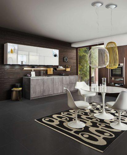 Das Echtholzfurnier sorgt für eine wohnliche Gestaltung bei dem Kon-trast mit der Betonfront der Küchenzeile. (Foto: AMK)