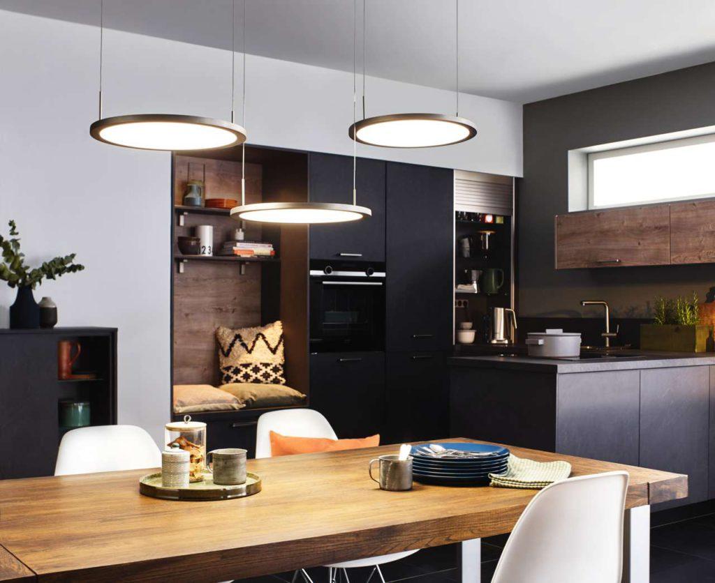 LUMICA® Pendelleuchten erhellen die Wohnwelt Küche. Foto: Naber