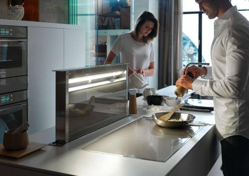 Alle Frames by Franke Komponenten sind auch funktional perfekt aufeinander abgestimmt: Die Dunstabzugshaube wird automatisch mit dem Kochfeld aktiviert. Foto: Franke