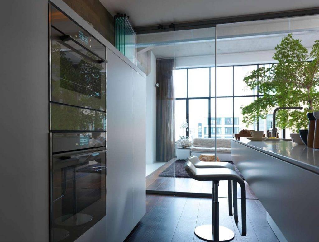 Frames by Franke bietet Backöfen auch mit Pyrolyse-Funktion, Kombi-Dampfgargeräte und -Mikrowellen sowie Wärmeschubladen. Durch ihr einheitliches Design lassen sich die Einbaugeräte harmonisch neben- oder untereinander anordnen. Foto: Franke