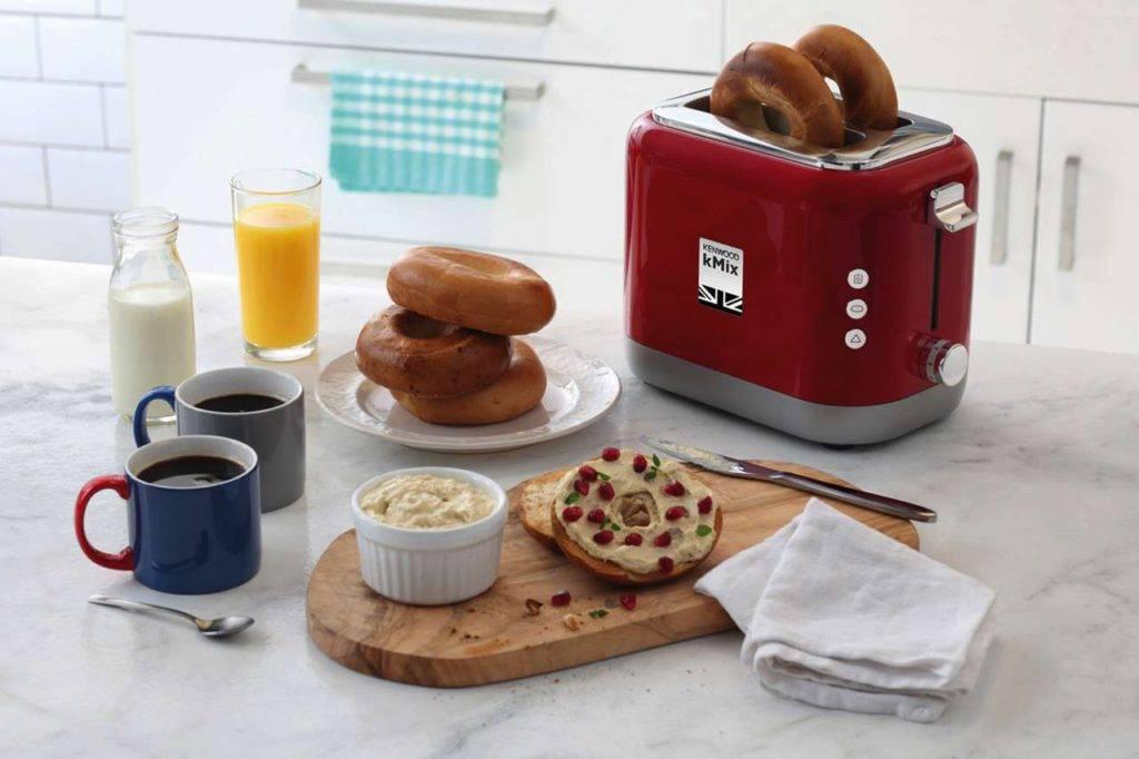 Eindeutiger Testsieger ist der hübsche Kenwood Toaster der beliebten kMix Serie im britischen Retrodesign. Foto: Kenwood