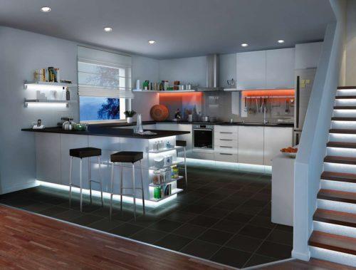 Futuristisch mutet diese Lichtplanung der Küche an. Foto: Paulmann Licht