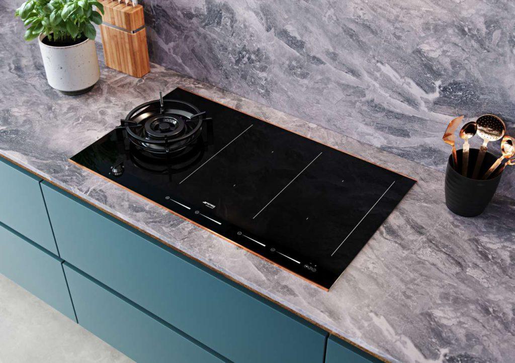 Für jede Küchensituation bietet Dolce Stil Novo die passende Kochfeld-Variante. Fotos: Smeg