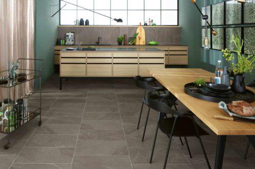 Keramische Fliesen sind der Einrichtungsklassiker für Küche und Essbereich. Sie sind wohnlich, robust und pflegeleicht. Foto: djd/Deutsche-Fliese.de/AgrobBuchtal