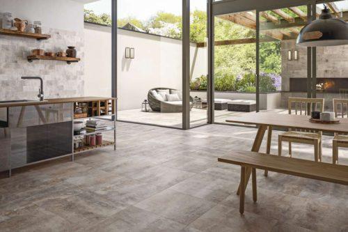 Zeitlos-schöne Fliesen in Natursteinoptik schaffen ein hochwertiges Küchenambiente. Foto: djd/Deutsche-Fliese.de/V&B Fliesen
