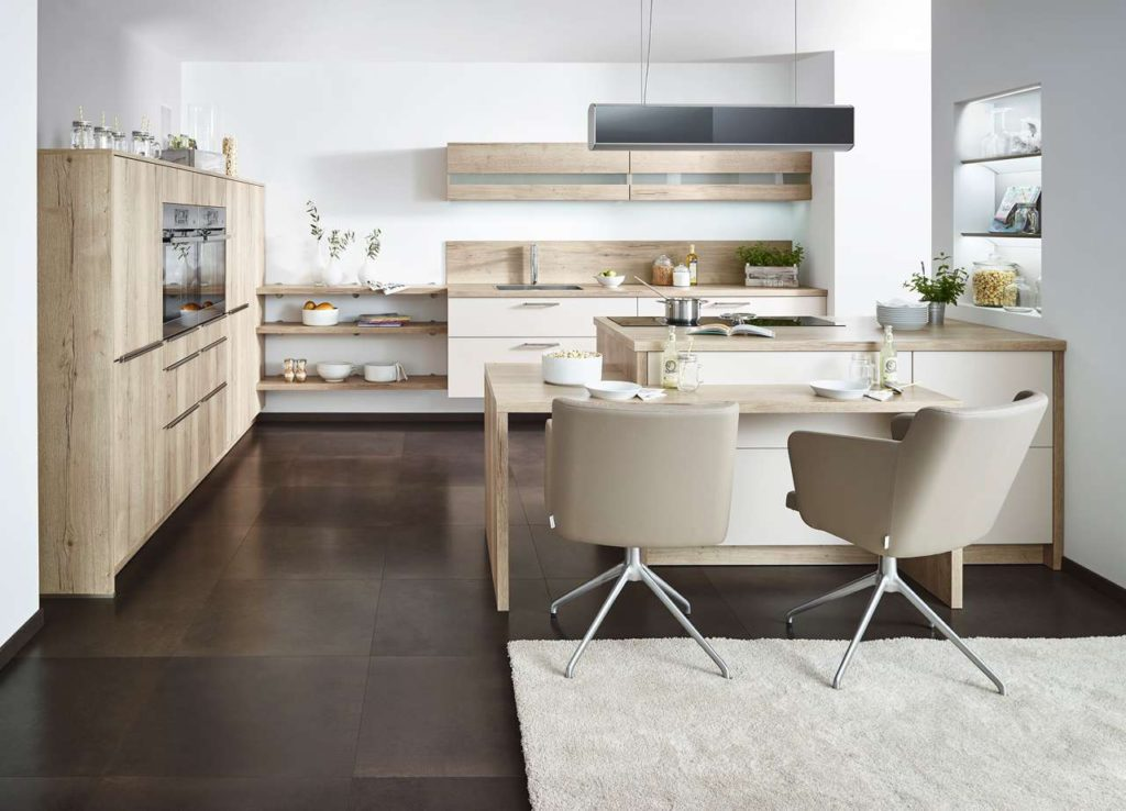 Lebendiges Wohnen geht Hand in Hand mit einer gemütlichen Atmosphäre auch in der Küche. Foto: AMK