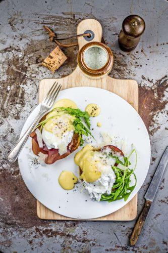 Genussreiches Frühstück: Egg Benedict lassen sich mit Hilfe des Kochend-Wasserhahns zeitsparend zubereiten. Foto: djd/Quooker