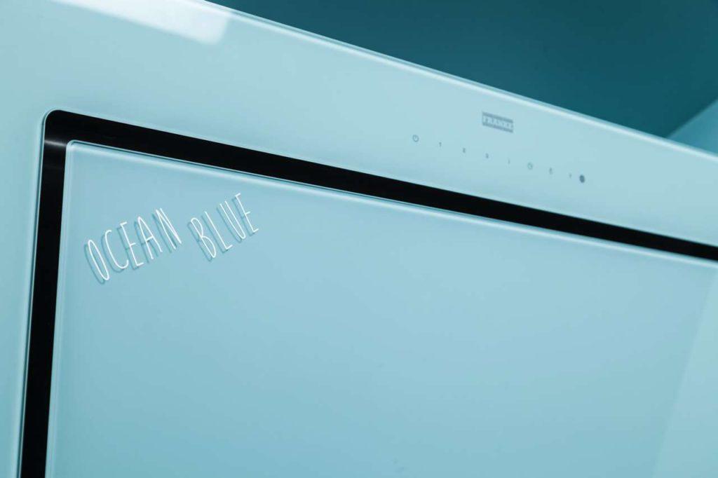 Die Mythos überzeugt durch ihre stilvolle Einheit von zeitlosem Design mit kompromissloser Qualität – nun beispielsweise auch in der Trendfarbe Ocean Blue.Fotos: Franke GmbH