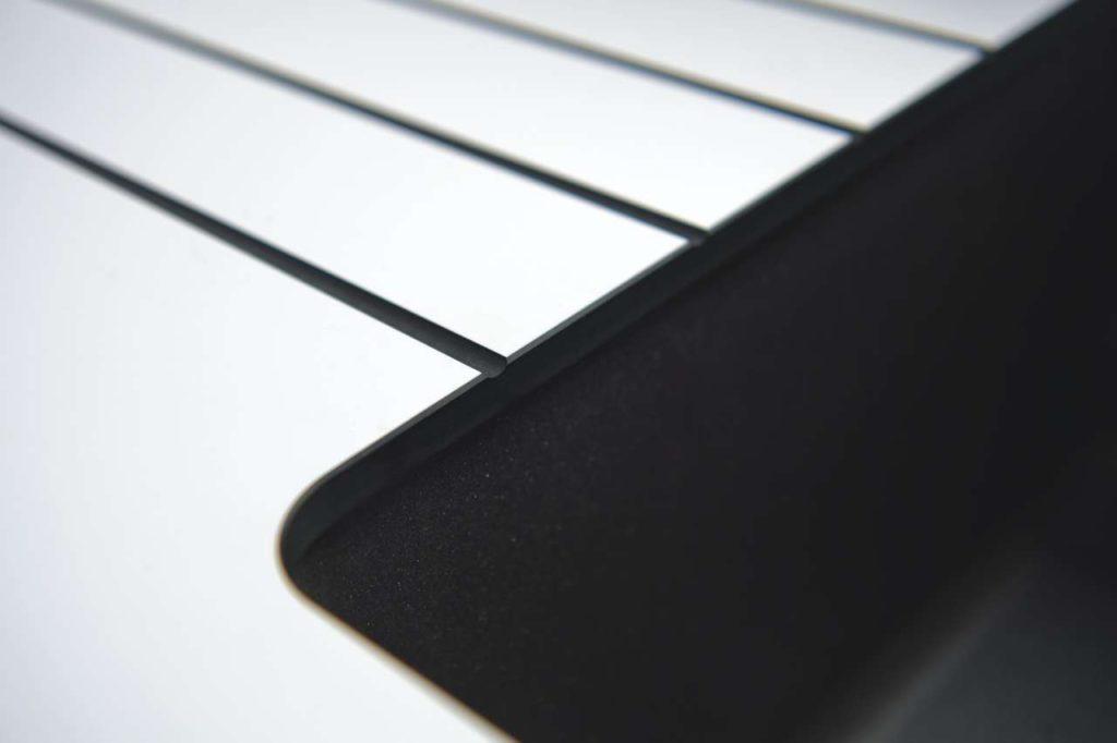 Abtropfrillen in der Küchenarbeitsplatte sind extrem praktisch. Da die neue Compact von SCHMIDT Küchen völlig unempfindlich gegenüber Flüssigkeiten ist, sollte dieser Vorteil auch genutzt werden. Foto: Schmidt Küchen