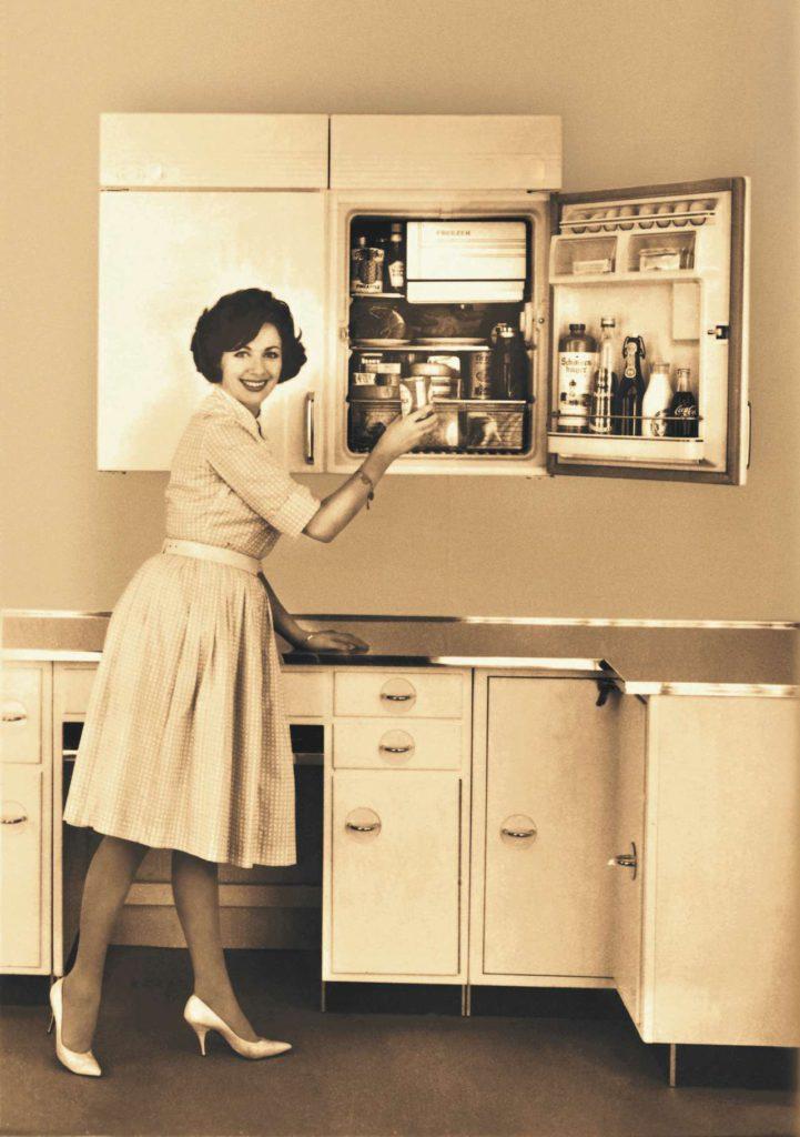 Mitte der 1950er Jahre gab es die ersten hocheingebauten Kühlgeräte. Foto: AMK