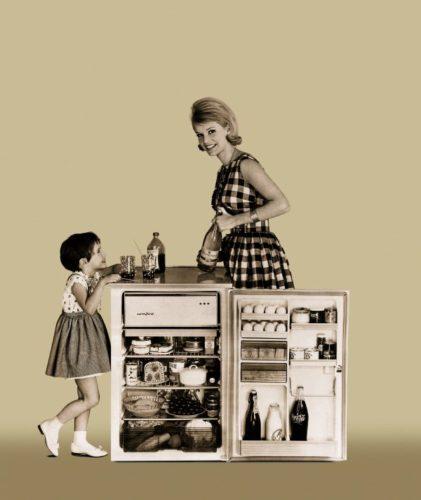 Mit der Weiterentwicklung des Kühlschranks reduzierte sich die Kaufhäufigkeit von Lebensmitteln. Hausfrauen und Kinder waren froh über die hinzugewonnene Zeit. (Foto: AMK)