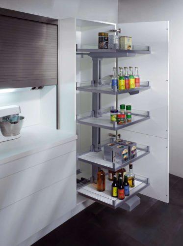 Ausreichend Stauraum und intelligente Aufbewahrungslösungen sind ein muss für jede Küche. Hier der Vorratsschrank CONVOY Lavido von ewe. Foto: ewe
