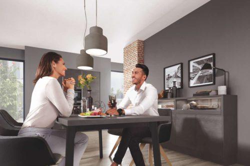 Das Tischgestell Otello für Arbeitsplatten ist in Alpinweiß und Schwarz lieferbar. Das Gestell ist 73,5 cm hoch und in vier fixen Abmessungen lieferbar. Die Tischgestelle können mit allen Arbeitsplattendekoren aus dem nobilia Sortiment frei kombiniert werden. Foto: Nobilia