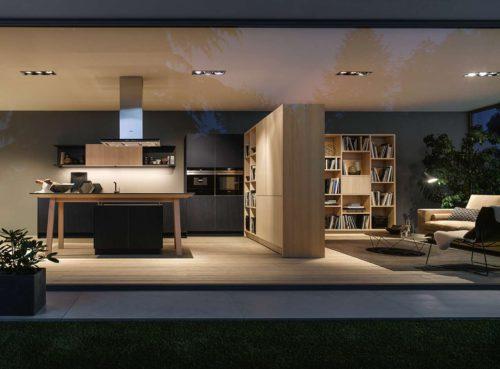 Eine gekonnte Allianz bildet der Kochtisch in Verbindung mit dem passenden next125 Tisch und der Bank, die einen optisch nahtlosen Übergang der Lebensräume Kochen und Essen erschaffen. Foto: Schüller Möbelwerke