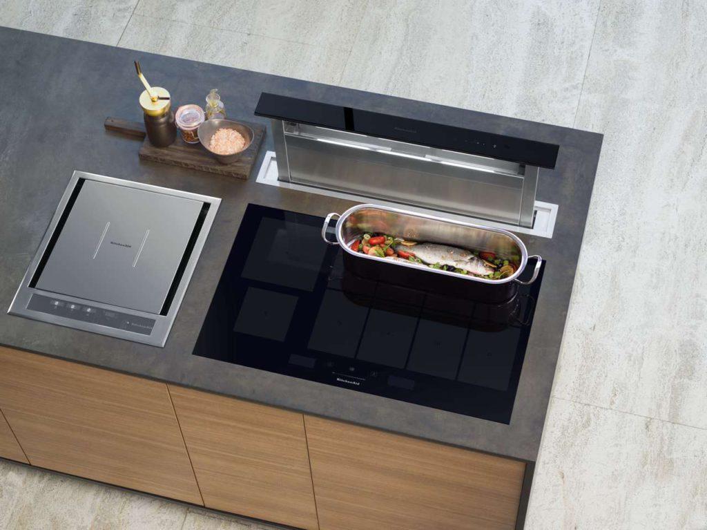 Zeitloses Design, Energieeffizienz und intelligente Technologien machen das Gourmet-Induktionskochfeld von KitchenAid zu einem modernen Hilfsmittel in der heimischen Küche. Foto: KitchenAid