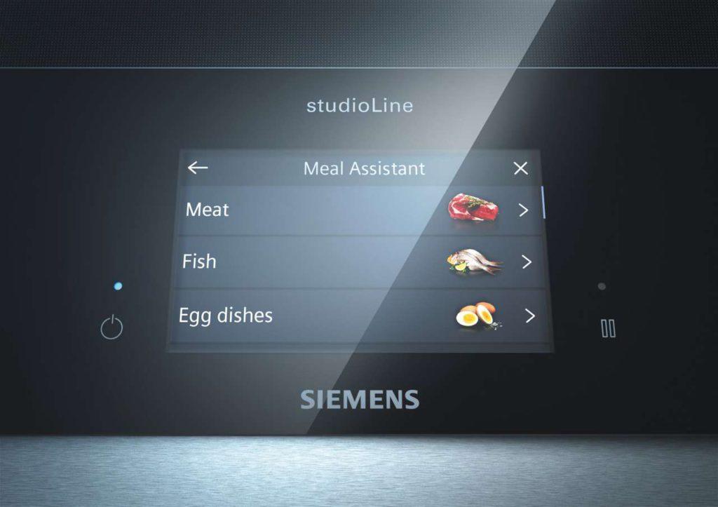 Ein dynamisches Full-Touch-TFT-Display und activeLight Lichtstreifen unterstützen das intuitive Bedienerlebnis. Foto: Siemens