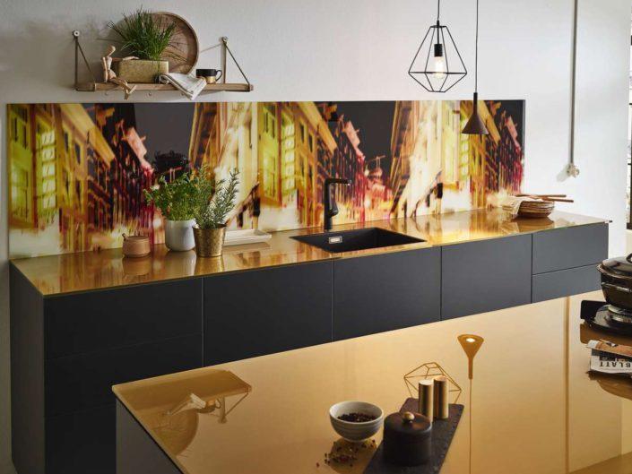 Bedruckte Glasrückwand. Foto: Lechner