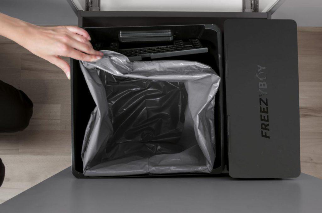 """OEKO FreezyBoy"" – das Gesamt-Abfallsystem. Entwickelt mit dem Schweizer Marktführer PEKA Metall AG. Foto: Avantyard Ltd. | PEKA Metall AG"