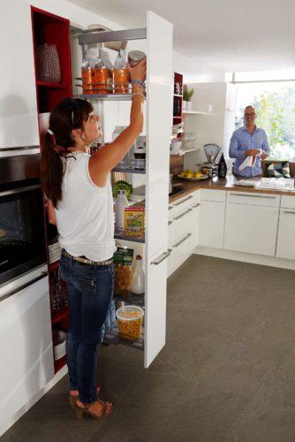 Clevere Innenausstattungssysteme helfen dabei, in der Küche Ordnung zu halten. Foto: djd/KüchenTreff GmbH & Co. KG