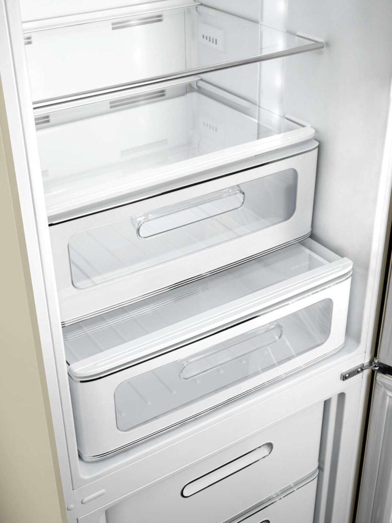 Smeg stattet 50er-Jahre-Kühlschränke mit neuem Innenleben aus. Foto: Smeg