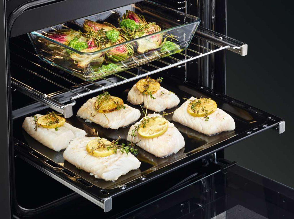 Geräte mit schmaler Bauform oder clevere Kombilösungen finden in den kleinsten Küchen Platz. Foto: Hausgeräte+
